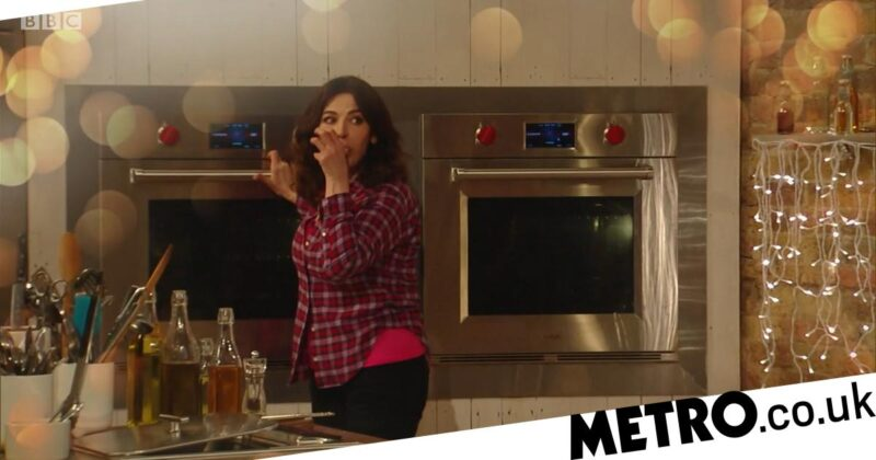 Nigella Lawson apologises for licking fingers on Saturday Kitchen