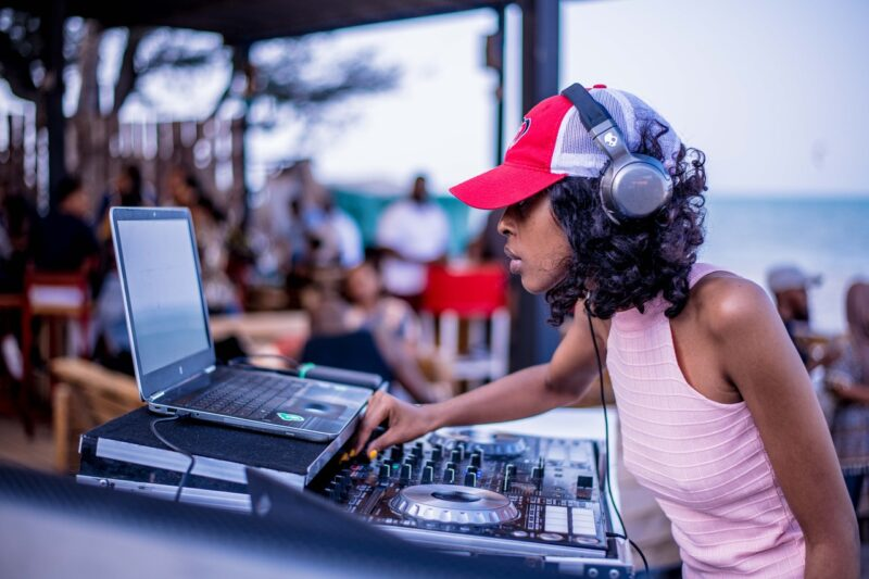 How Much to Budget for a Wedding DJ 1