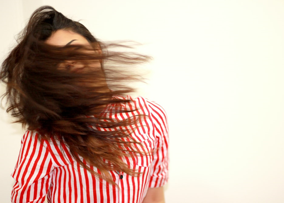 How To Strengthen Hair: 4 Simple Ways To Get Shiny & Stronger Hair 1